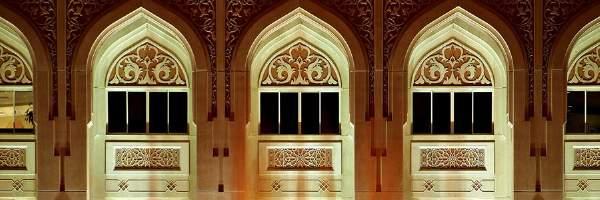 Language Internationalとシャールジャでアラビア語