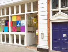 Sekolah Inggris di Burchetts Green: Language Studies International (LSI): London Central