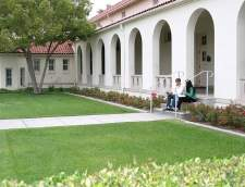 English schools in Hollywood: Kaplan International: LA Whittier College