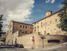 Szkoły języka włoskiego w Recanati: Scuola Dante Alighieri Campus L'Infinito Recanati