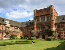 English schools in St. Albans: Bell St Albans