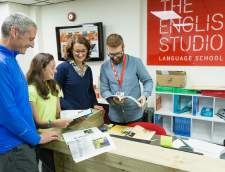 Sekolah Inggris di Burchetts Green: The English Studio London