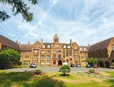 English schools in St. Albans: St. Margaret's College