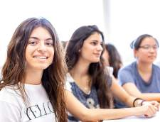 Школи англійської мови в Кастельон: Agora LledóInternational School, Spain