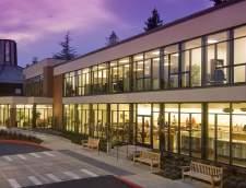 English schools in Portland: Pacific International Academy